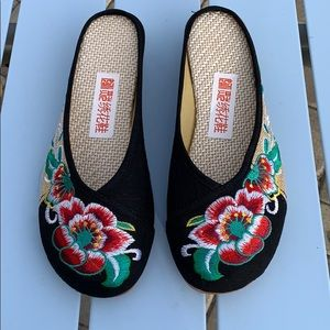 Shoes - Brand new Chinese slippers ❤️